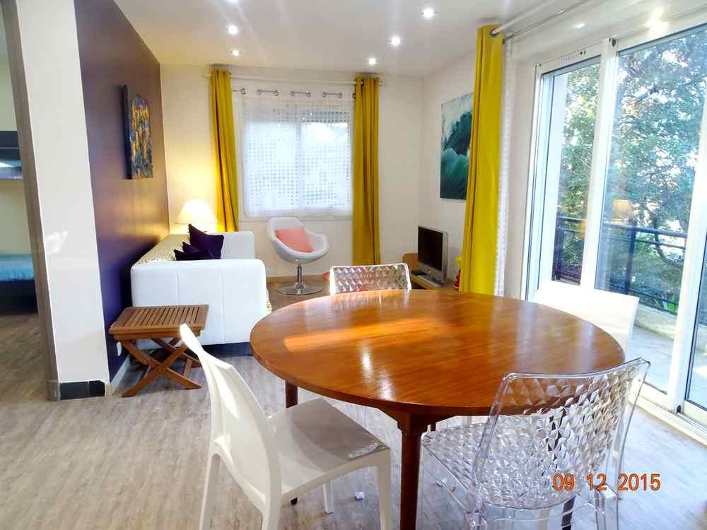 location vacances trois pi ces saint raphael boulouris. Black Bedroom Furniture Sets. Home Design Ideas