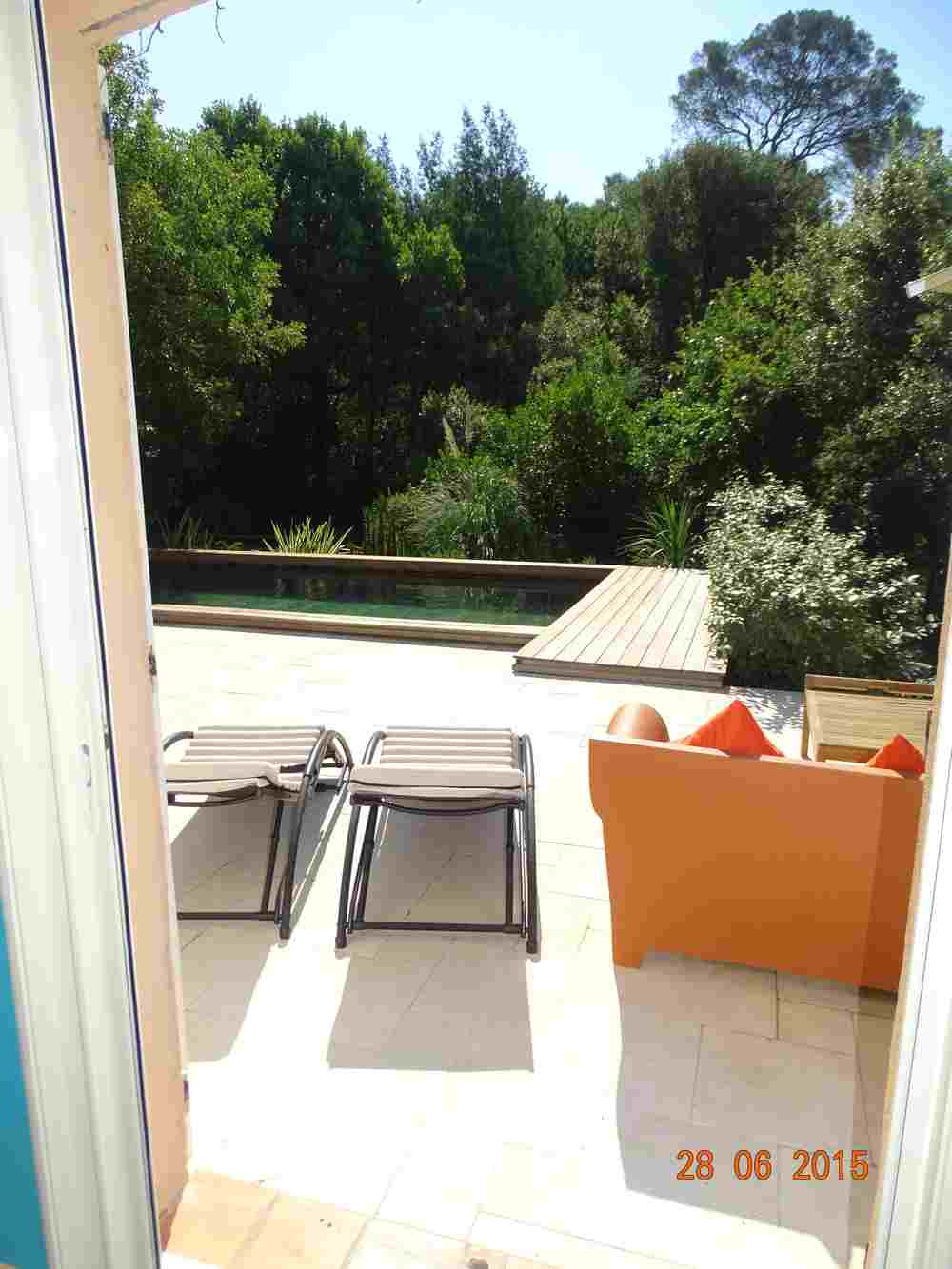 Maison vacances louer var avec piscine fr jus for Piscine saint raphael
