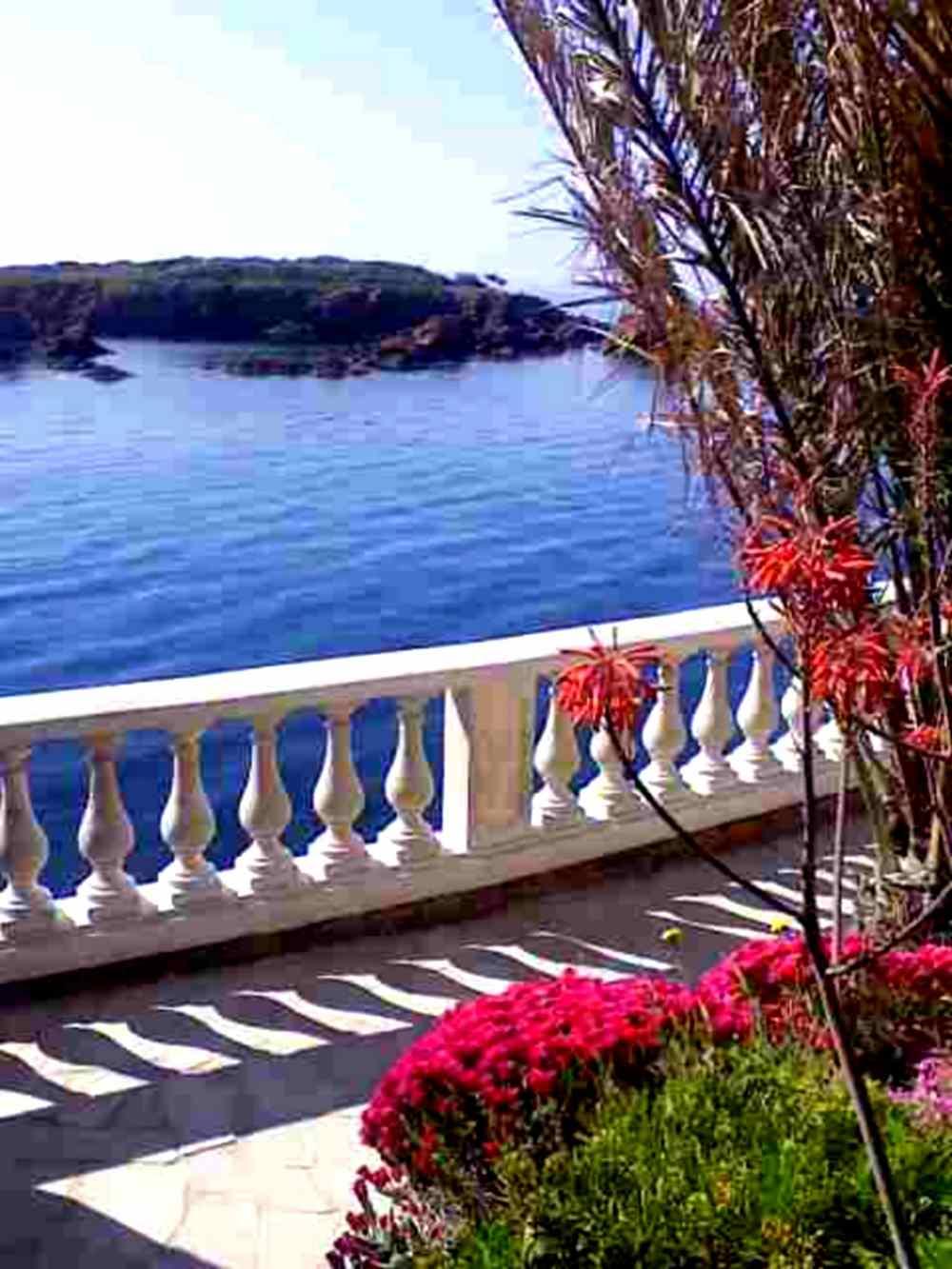 location villa pied dans l 39 eau saint villa bord de mer saint raphael anth or. Black Bedroom Furniture Sets. Home Design Ideas